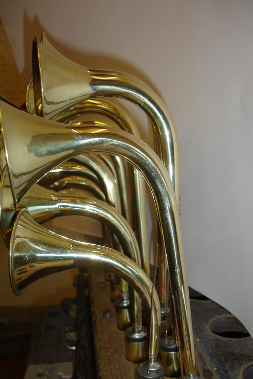 Swan neck brass
